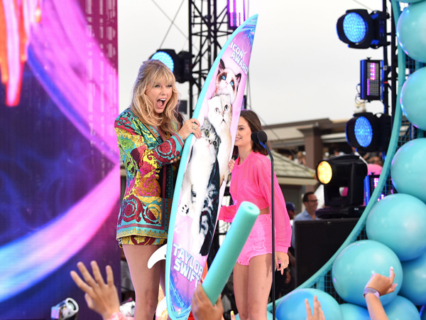 Taylor Swift Dapat Penghargaan Khusus di Teen Choice Awards 2019