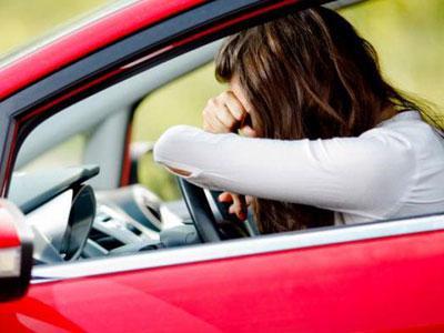 Wah, Wanita Ini Setir Mobil 300 Km Sambil Tidur