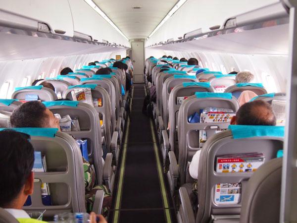 Susah Tidur? Ini Hal-hal yang Bisa Kamu Lakukan Saat Jalani Perjalanan Panjang di Pesawat