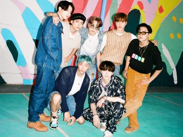 BTS Umumkan Konser Offline dan Online di Bulan Oktober