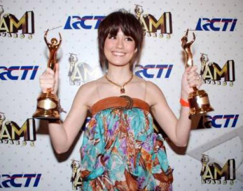 Wow, Agnes Monica Incar Grammy Awards