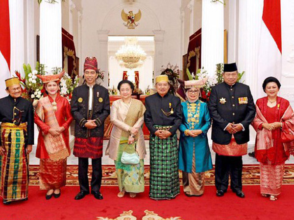 Rayakan HUT RI, Iriana Jokowi dan Mufidah Kalla Bergaya Kompak