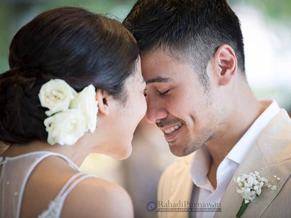 Happy Wedding, Intip Foto-foto Pernikahan Sakral nan Romantis Chicco Jerikho dan Putri Marino!