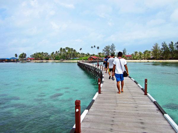 Perbedaan Wisatawan Lokal dan Mancanegara Akan Dikenai Wajib Bayar Uang Kebersihan Lokasi Wisata