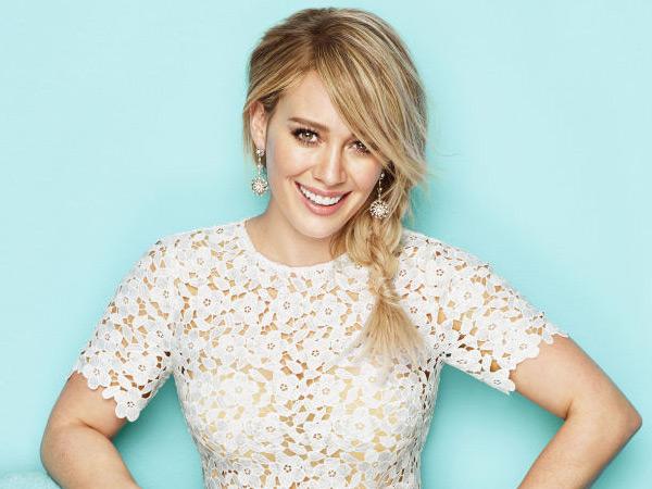 So Sweet, Hilary Duff Konfirmasi Pacar Baru Lewat Foto Mesra