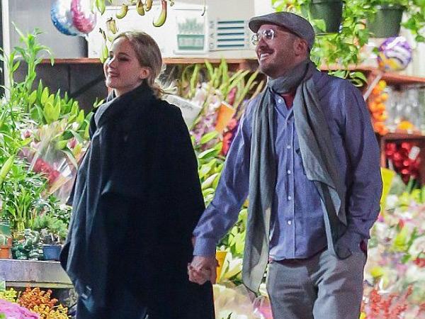 Gandengan Tangan Hingga Ciuman Mesra, Intip Kencan Manis Jennifer Lawrence dan Pacar Barunya