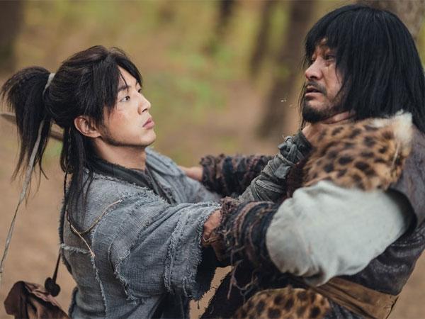 Aksi Ji Soo Jadi Penjaga Kedamaian Hutan di Drama 'River Where the Moon Rises'