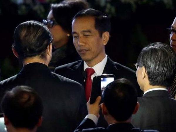 Jokowi Akui Bisa 6 Kali Sehari Ganti Baju: Bukan, Bukan Saltum