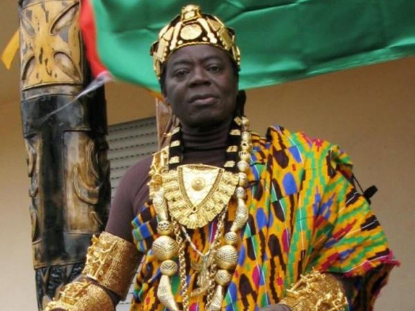 Tinggal di Jerman, Raja Afrika Ini Memerintah Rakyatnya Melalui Skype