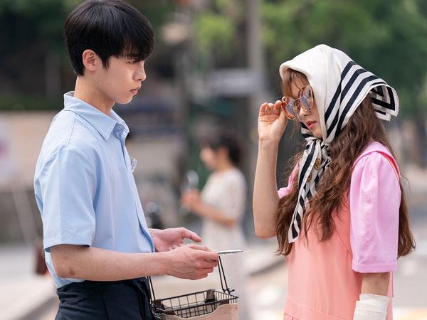 Lee Jae Wook Dibuat Kesal oleh Go Ara di Foto Terbaru Drama 'Do Do Sol Sol La La Sol'