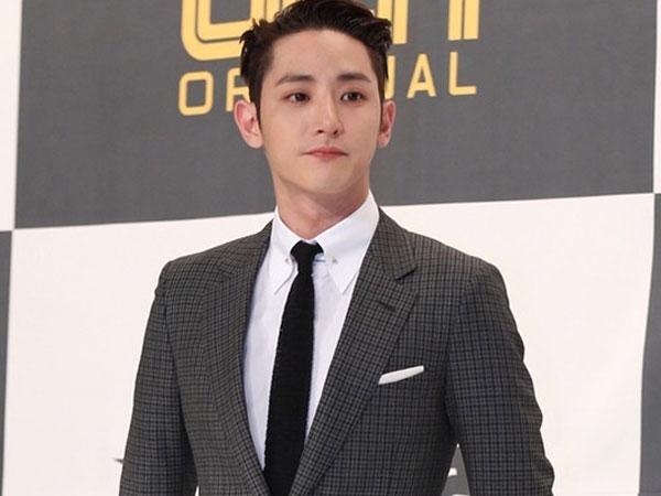 Pergi Diam-diam, Begini Penampilan Tampan Lee Soo Hyuk dengan Seragam Wajib Militer!