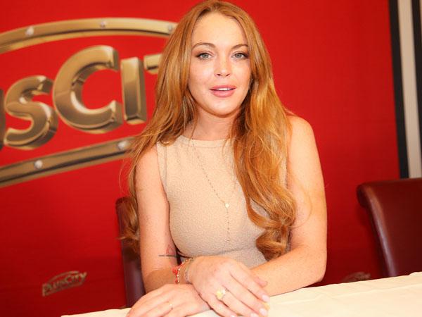 Ingin Baca Al-Quran Hingga Tuntas, Lindsay Lohan Tertarik Pelajari Ajaran Islam