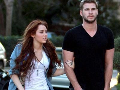 Putus, Miley Cyrus-Liam Hemsworth Masih Serumah