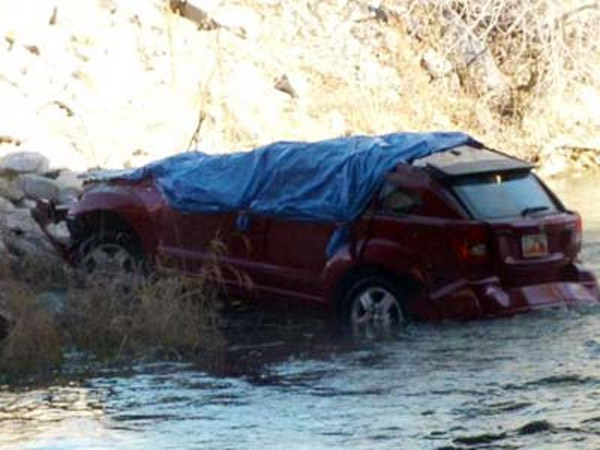 Bayi Ditemukan Hidup di Mobil yang Telah Tenggelam 14 Jam!