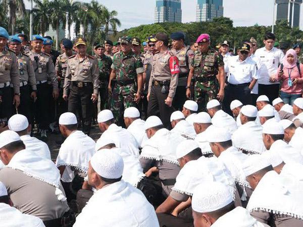 Siap Serukan 'Asmaul Husna', Pasukan Polisi Bersorban Putih Ikut Kawal Unjuk Rasa 4 November