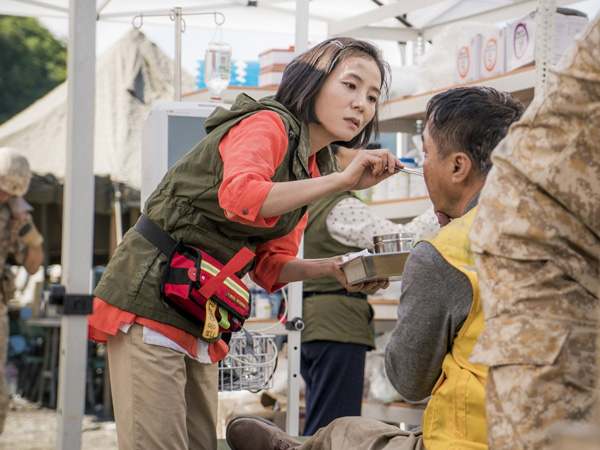 Susul Lee Jong Suk, Aktris 'Descendants of the Sun' Ini Juga Gabung di YG Entertainment!