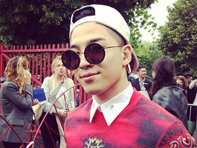Taeyang 'Big Bang' Eksis di Paris Fashion Week