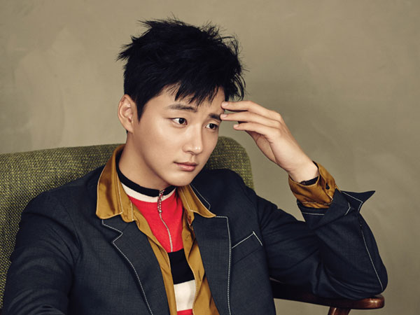 Yoon Shi Yoon Tampil 'Swag' A la Idola K-Pop Era 90-an di 'The Best Hit'