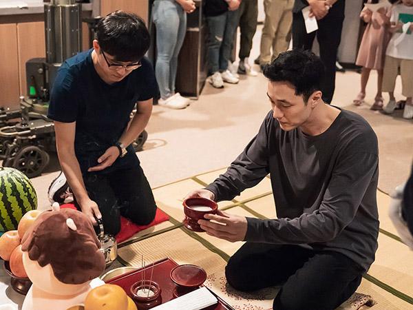 Jelang Tayang, Pemain dan Kru Drama Terbaru So Ji Sub Jalani Ritual Keberuntungan