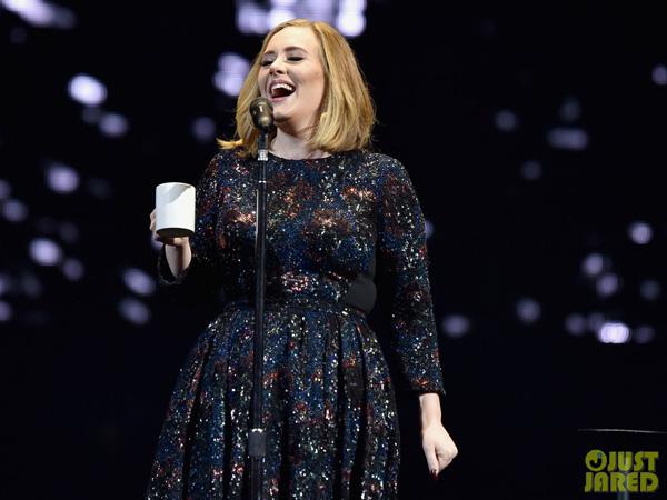 Ketika Adele Salah Lirik Lagu di Panggung, Begini Reaksinya