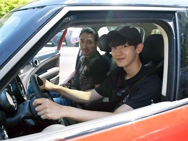Chanyeol EXO Siap Unjuk Kemampuan Menyetirnya di 'Roommate'!