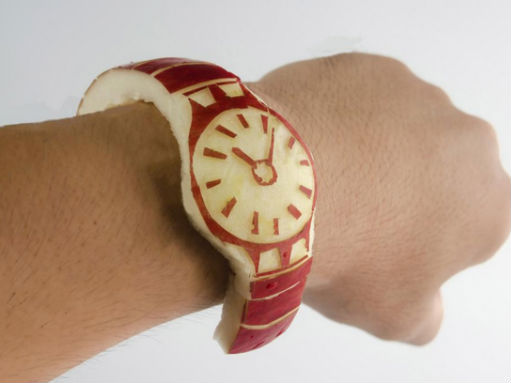 Rilis Apple Watch, Pria Ini Buat Jam Tangan dari Apel Sungguhan!