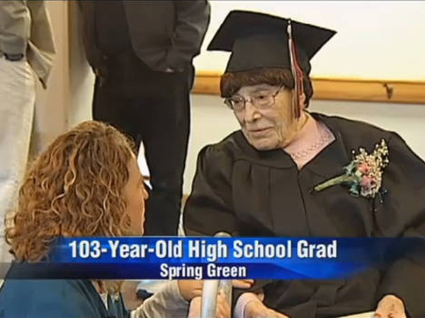 Wow, Wanita Ini Lulus SMA di Usia 103 Tahun!
