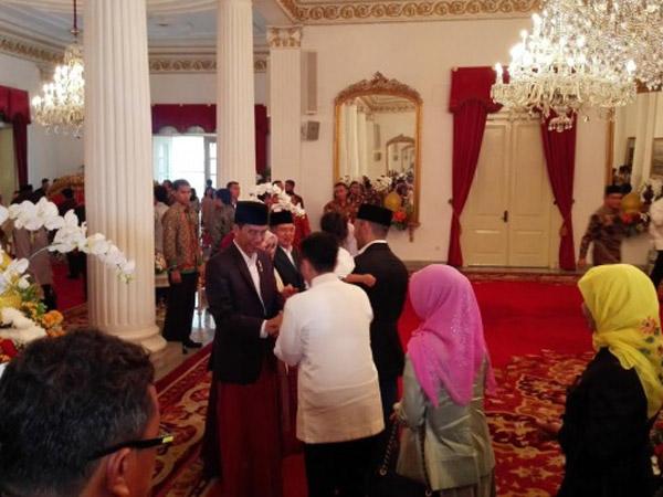 Tak Ada Larangan Sandal Jepit dan Sambutan Hangat untuk Paspampres di Open House Jokowi