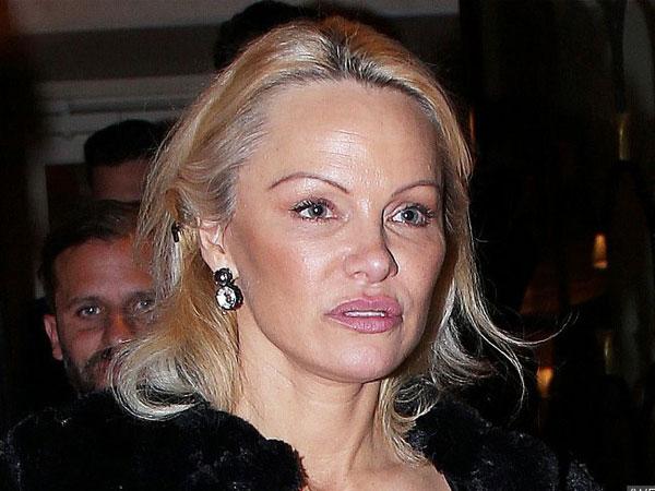 Hampir Tak Bisa Dikenali, Pamela Anderson Lakukan Operasi Plastik?