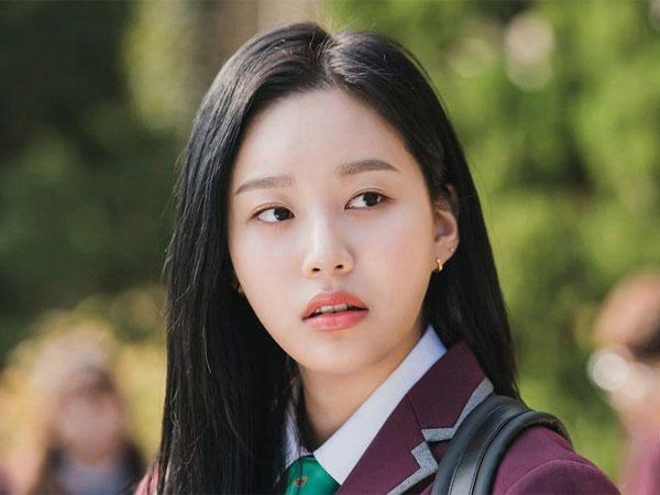 Penampilan Sempurna Park Yoo Na Jadi Dewi Sekolah di Drama 'True Beauty'