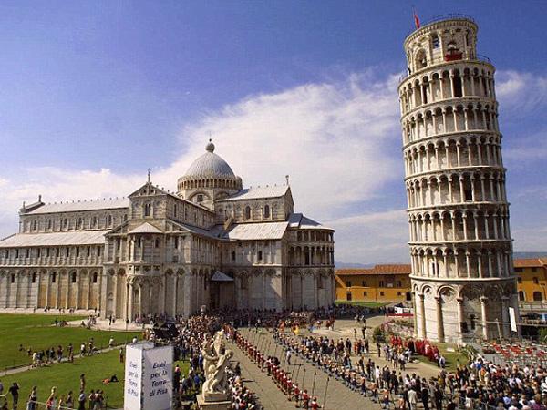 Tolak Pembangunan Masjid di Samping Menara Pisa, Ratusan Warga Italia Berdemo