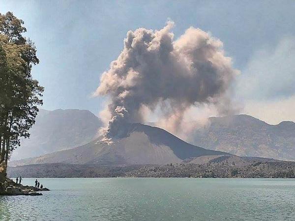 Erupsi Gunung Rinjani, Dua Bandara Besar Ditutup Hingga Kamis