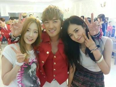 Beri Dukungan, Taeyeon dan Yuri SNSD Hadiri Konser 15 Tahun Shinhwa!