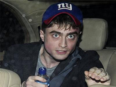 Tampil Berantakan, Daniel Radcliffe Disangka Mabuk