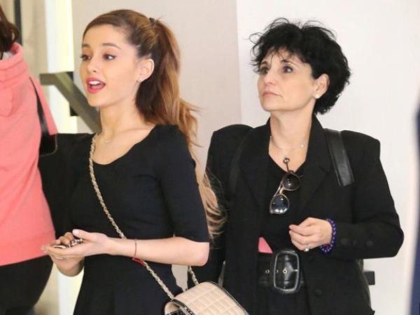 Ariana Grande dan Ibunda Peringati 2 Tahun Bom Manchester