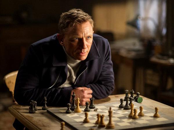 Daniel Craig Alami Cedera, Bagamana Kepastian Jadwal 'Bond 25'?