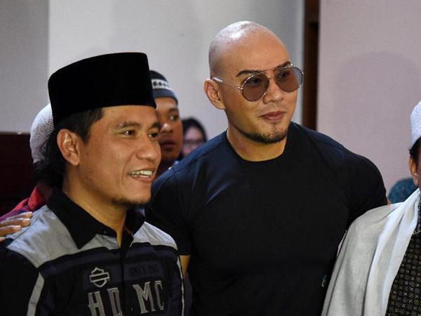 Sholat Jumat Perdana Deddy Corbuzier, Jadi Saksi Teman yang Masuk Islam