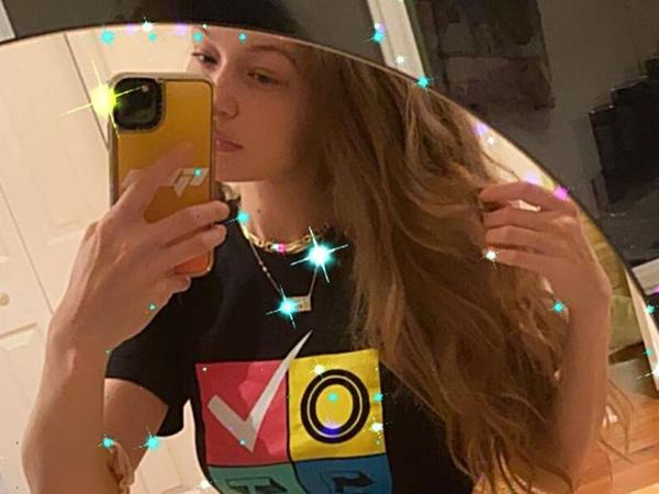 Gigi Hadid Pamer Foto Selfie, Perut Langsing Usai Melahirkan Jadi Sorotan