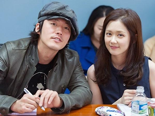 Drama Remake 'Fated to Love You' Rilis Foto Proses Syuting Karakter Utama  Mereka!