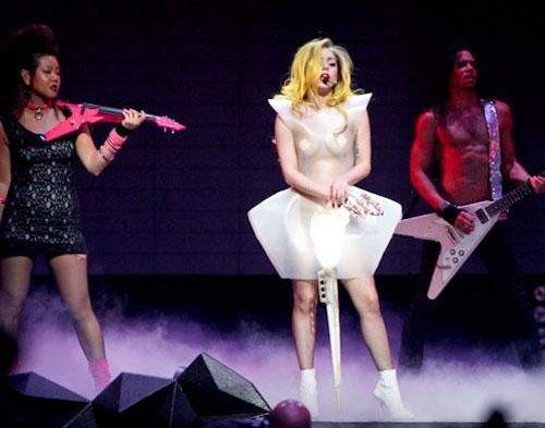 Lady Gaga Mandi Darah Sebelum  Manggung