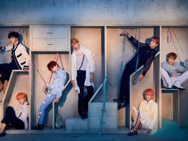 BTS Catat Sejarah dengan Album K-Pop Pertama yang Tempati Chart Billboard 200 Selama Setahun