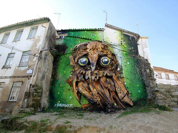 Seorang Seniman Jalanan Portugal Ubah Sampah Jadi Patung Burung Hantu!