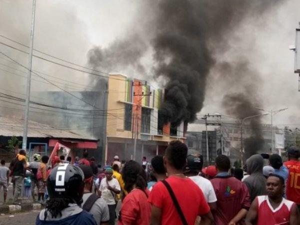 Terprovokasi Media Sosial, Aksi Protes di Manokwari Papua Rusuh