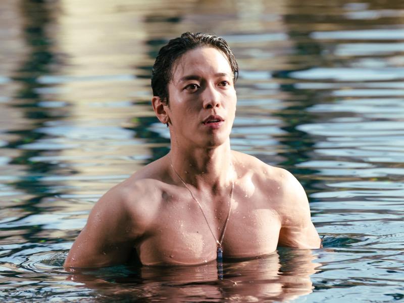 Jung Yong Hwa Unjuk Tubuh Kekar di Drama Daebak Real Estate