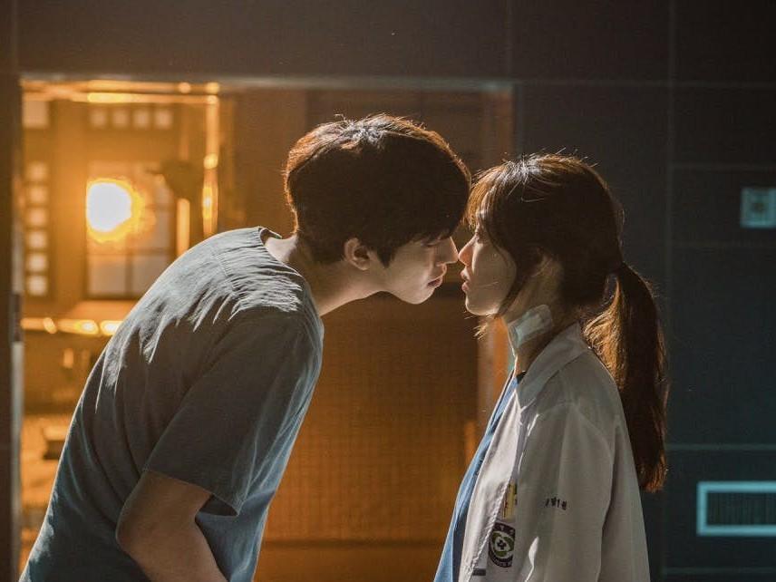 Ahn Hyo Seop Bongkar Cerita di Balik Adegan Ciumannya dengan Lee Sung Kyung