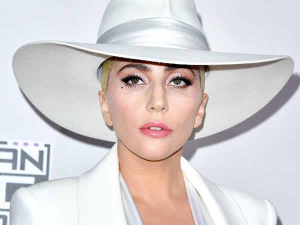 Kejutkan Netizen, Lady Gaga Akui Tengah Mengidap Gangguan Kejiwaan