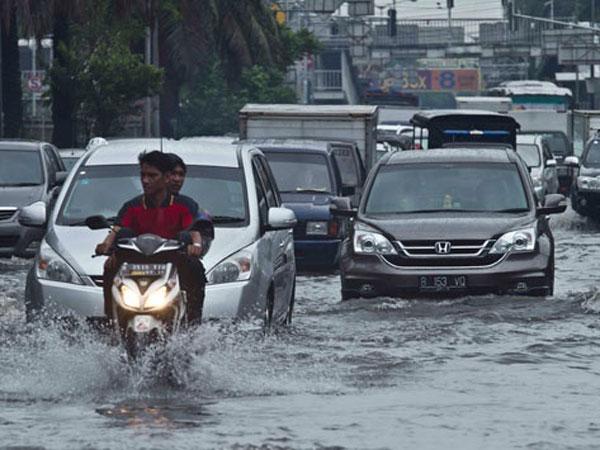 Sejumlah Daerah di Jakarta yang Tergenang Air Karena Diguyur Hujan Deras
