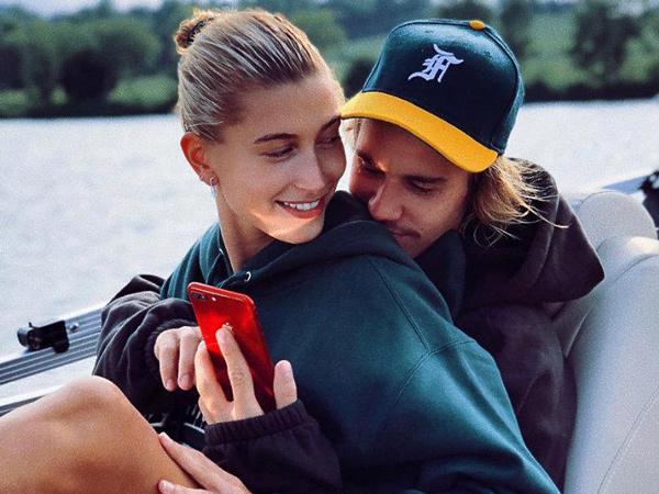Rayakan 1 Tahun Pernikahan, Hailey Baldwin Bagikan Momen Mesra dengan Justin Bieber