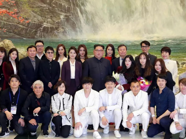 Kemunculan 'Balasan' Kim Jong Un Bertemu Para Idola K-Pop di Korea Utara