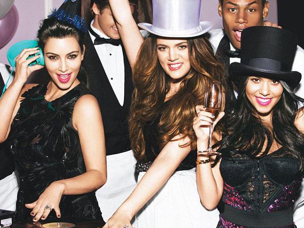 So Sweet! Keluarga Kardashian dan Kanye West Berikan Kejutan Manis di Ultah ke-35 Kim Kardashian